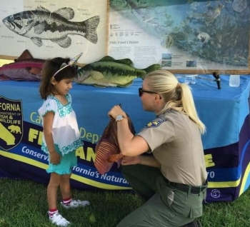Julia gives a lesson on fish anatomy at a Fishing in the City event