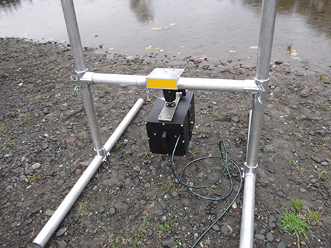 Sonar camera (DIDSON) mounted on stand